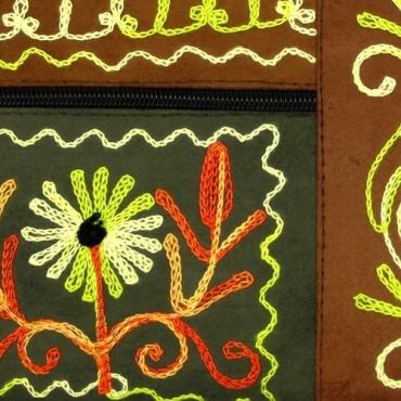 Pochette fleur vert amande