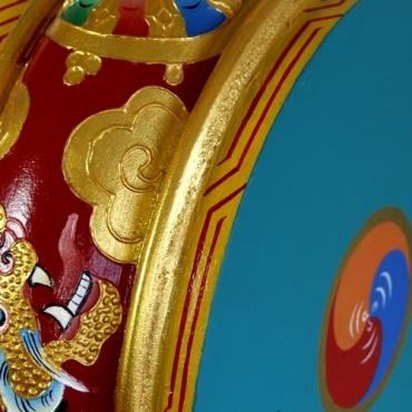 Tambour de monastère bouddhiste tibétain