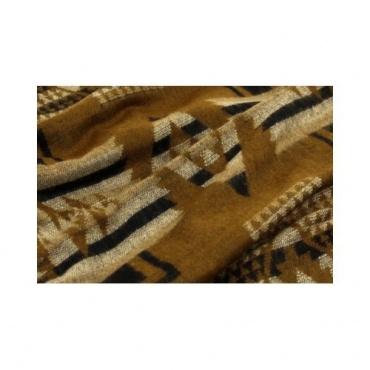 Châle brun et motifs graphiques