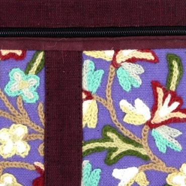Pchette brodée et fleurie bleu lavande