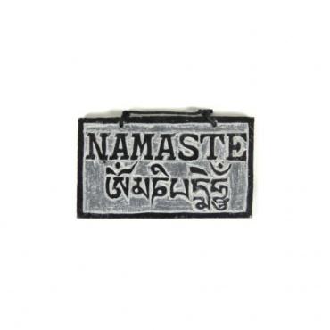 Pierre mani Namaste et Mantra