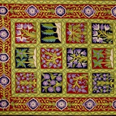 Tapis Tableau brodé arbres et fleurs mauve rouge et vert tendre