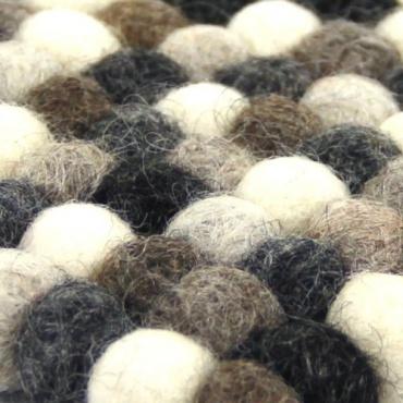Mini tapis carré en boules de laine couleur naturelle