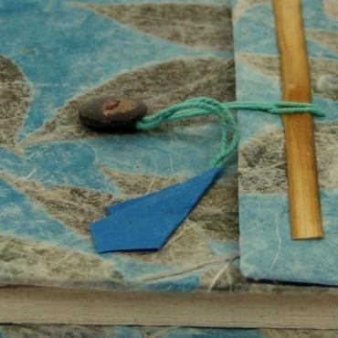 Livret de souvenir format A6 bleu en papier lokta