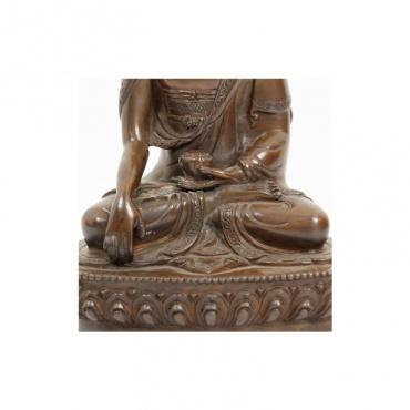 statue du bouddha prenant la terre en témoin de son éveil