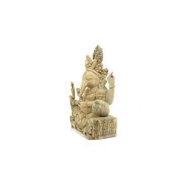 statue de l'éléphant ganesh en bois