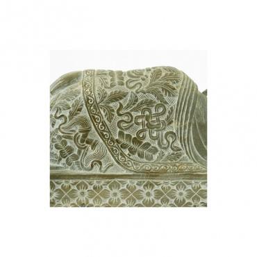 signes porte bnheur bouddhiste sur statue bouddha en pierre