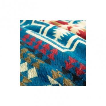 couverture écharpe châle bleu et motif spécial végan