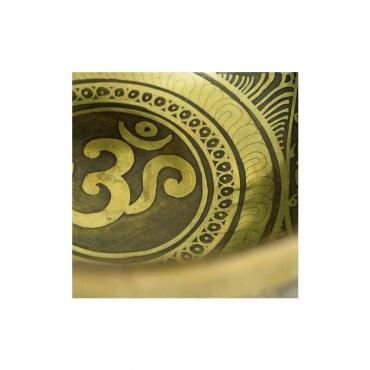 bol tibétain chantant Om 1er chakra et 7 métaux