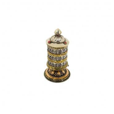 moulin tibétain à de prières avec mantra bouddhiste
