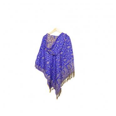 poncho avec capuche bleu violet avec motifs beige