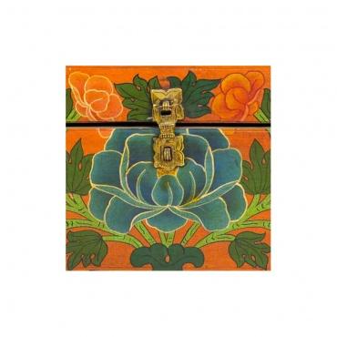 fleur de lotus sur coffre tibétain en bois peint
