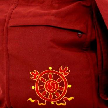roue du dharma de l'enseignement sur sac moine bouddhiste