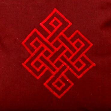 broderie sur sac de moine tibétain rouge