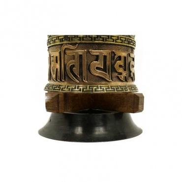 grand moulin à prières tibétain bouddhiste