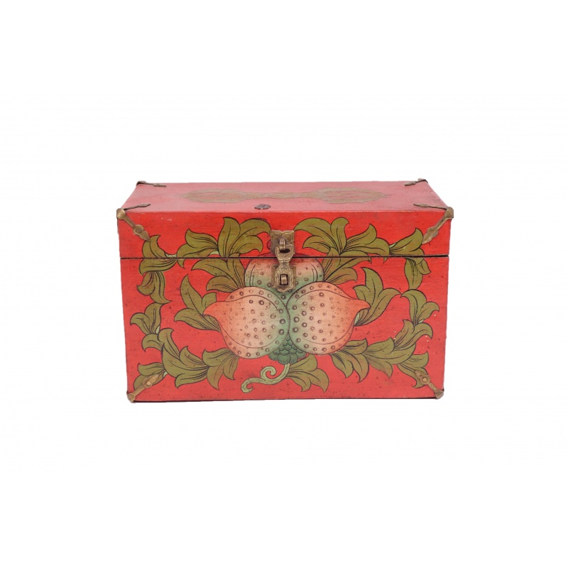 coffre tibétain en bois décoré de symboles bouddhistes