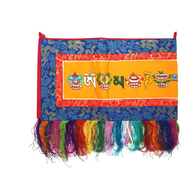 broderie tibétaine signes auspicieux protection et mantra OM