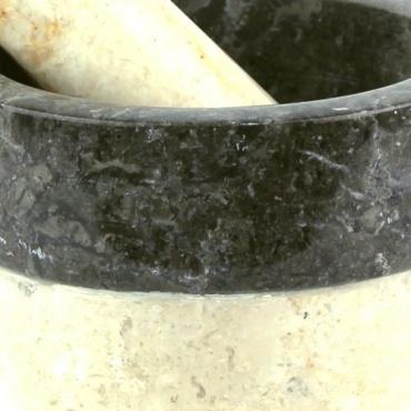 Mortier et pilon en marbre crème