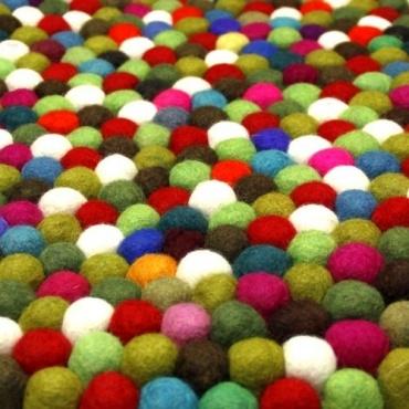 tapis boules laine multicolore toit du monde. Black Bedroom Furniture Sets. Home Design Ideas